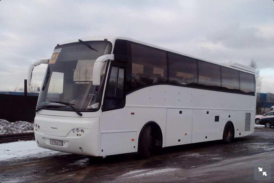 Автобус Volvo. Вместимость 50-55 человек.