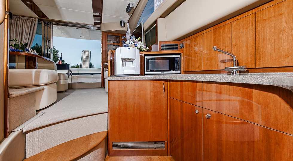 Яхта Princess 42 аренда в Петербурге