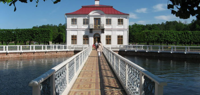 A tour of museums in the Lower Park in Peterhof